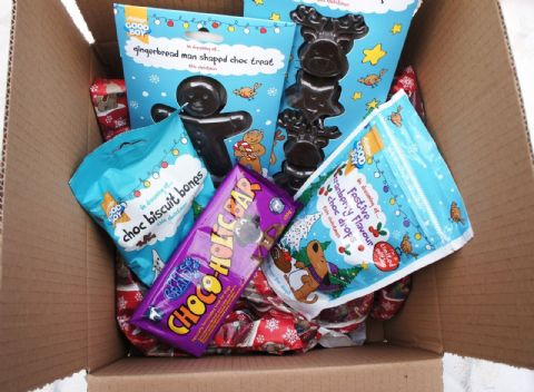 DOG CHRISTMAS HAMPER CHOCOHOLIC POOCH XMAS SELECTION COCOA FREE DOG SAFE CHOC